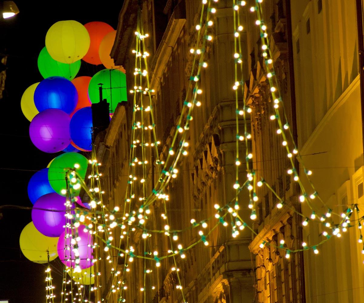 Guirlandes et ballons lumineux pour vos décorations de fêtes