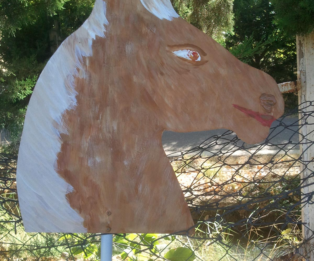 Une tête de cheval peinte pour l'atelier créatif