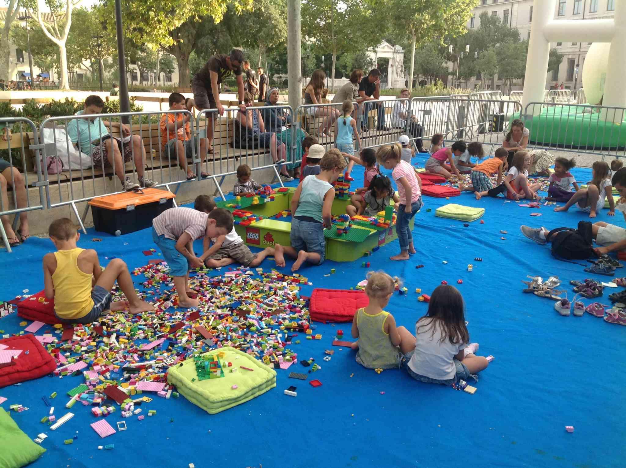Aire de jeux avec des Legos