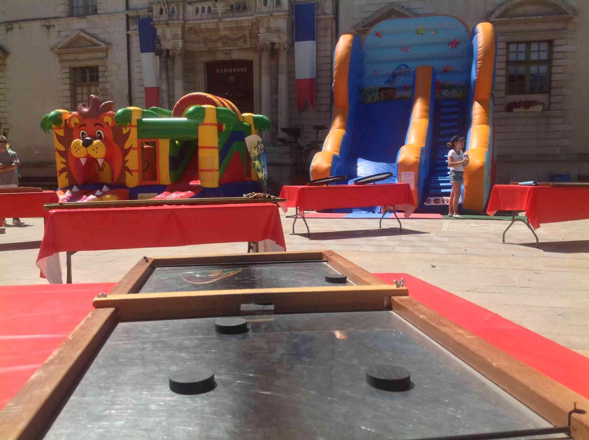 Jeux en bois et structures gonflable pour les enfants